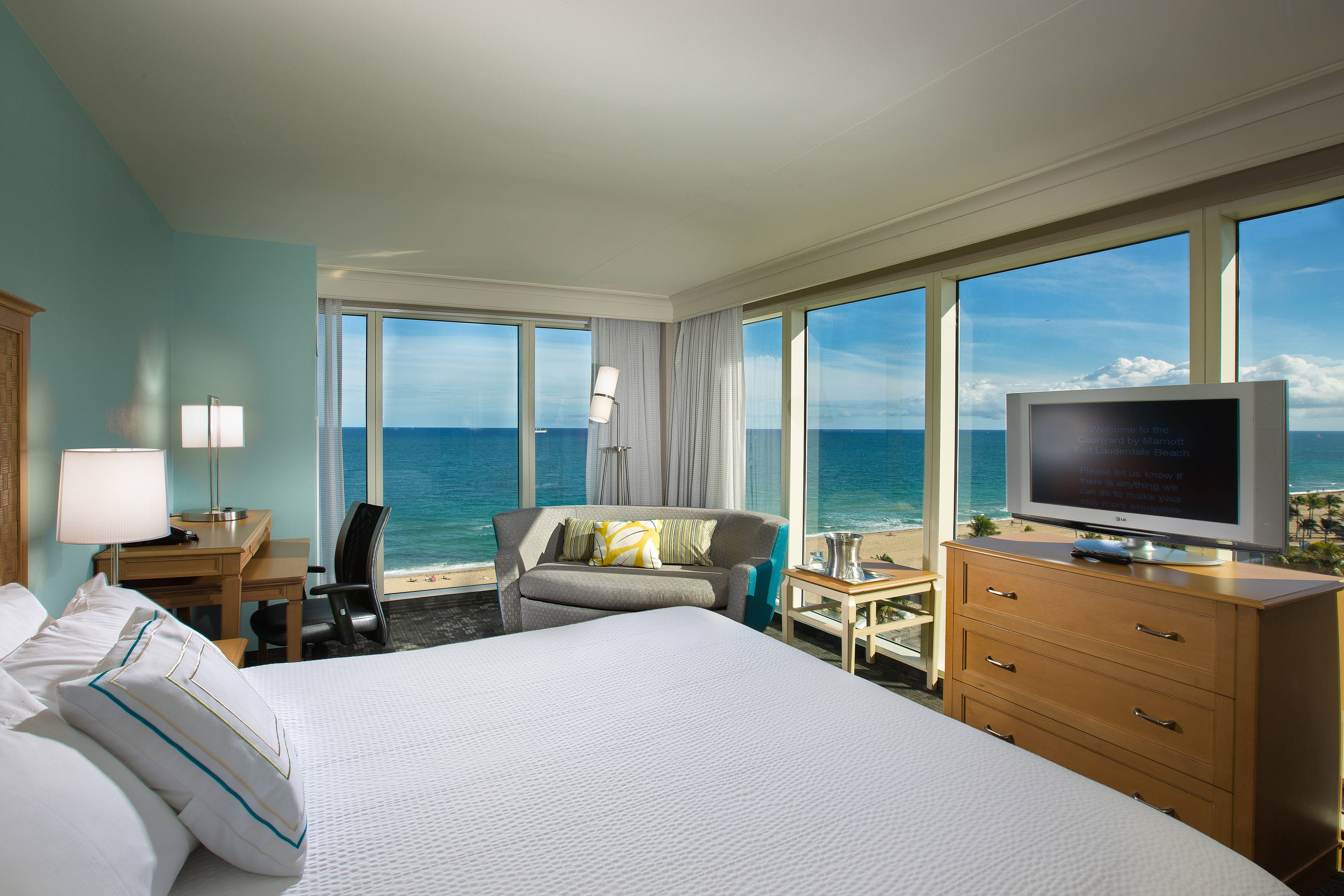 Courtyard Fort Lauderdale Beach Accommodations Rooms And