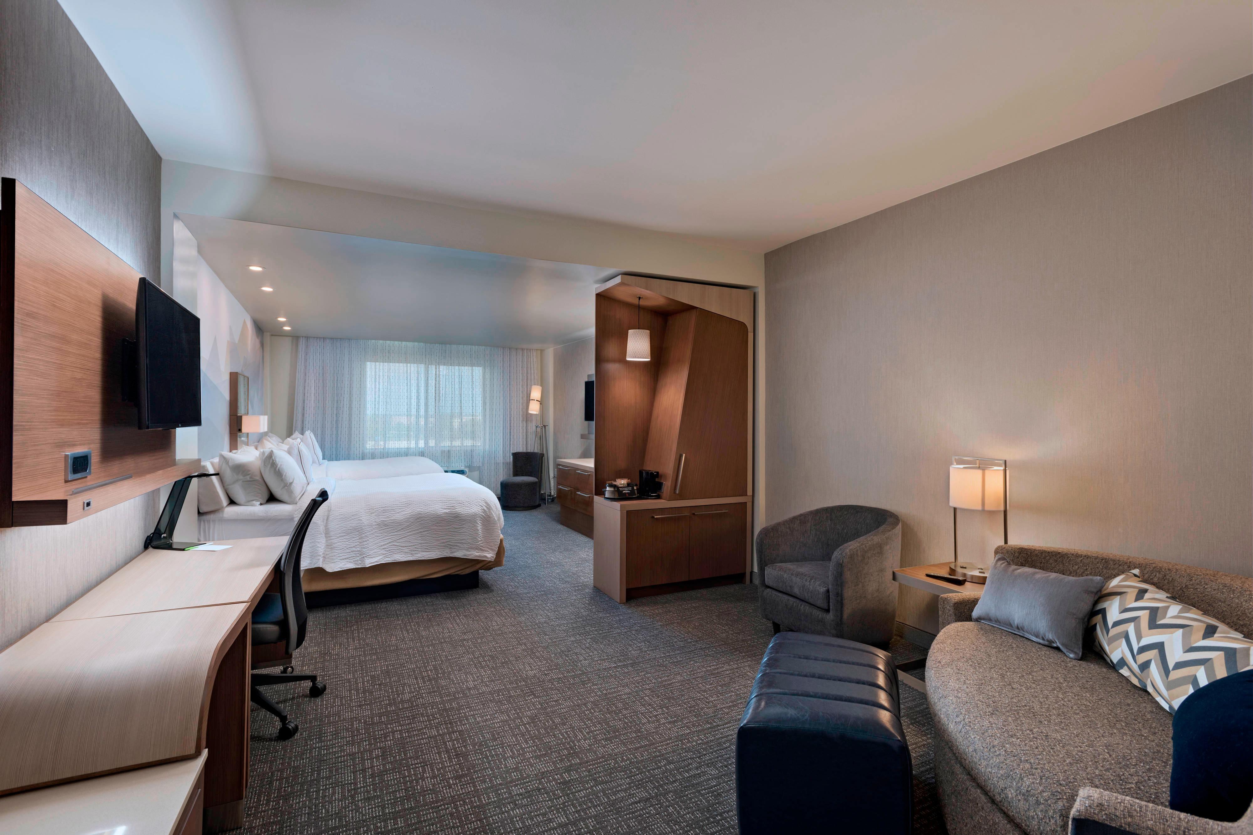 chair king sugar land adult beanbag courtyard houston lake pointe hotel amenities