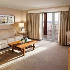 Santa Monica Sofa Set Traditional Leather With Nailhead Trim Hotel Rooms And Suites | Jw Marriott ...