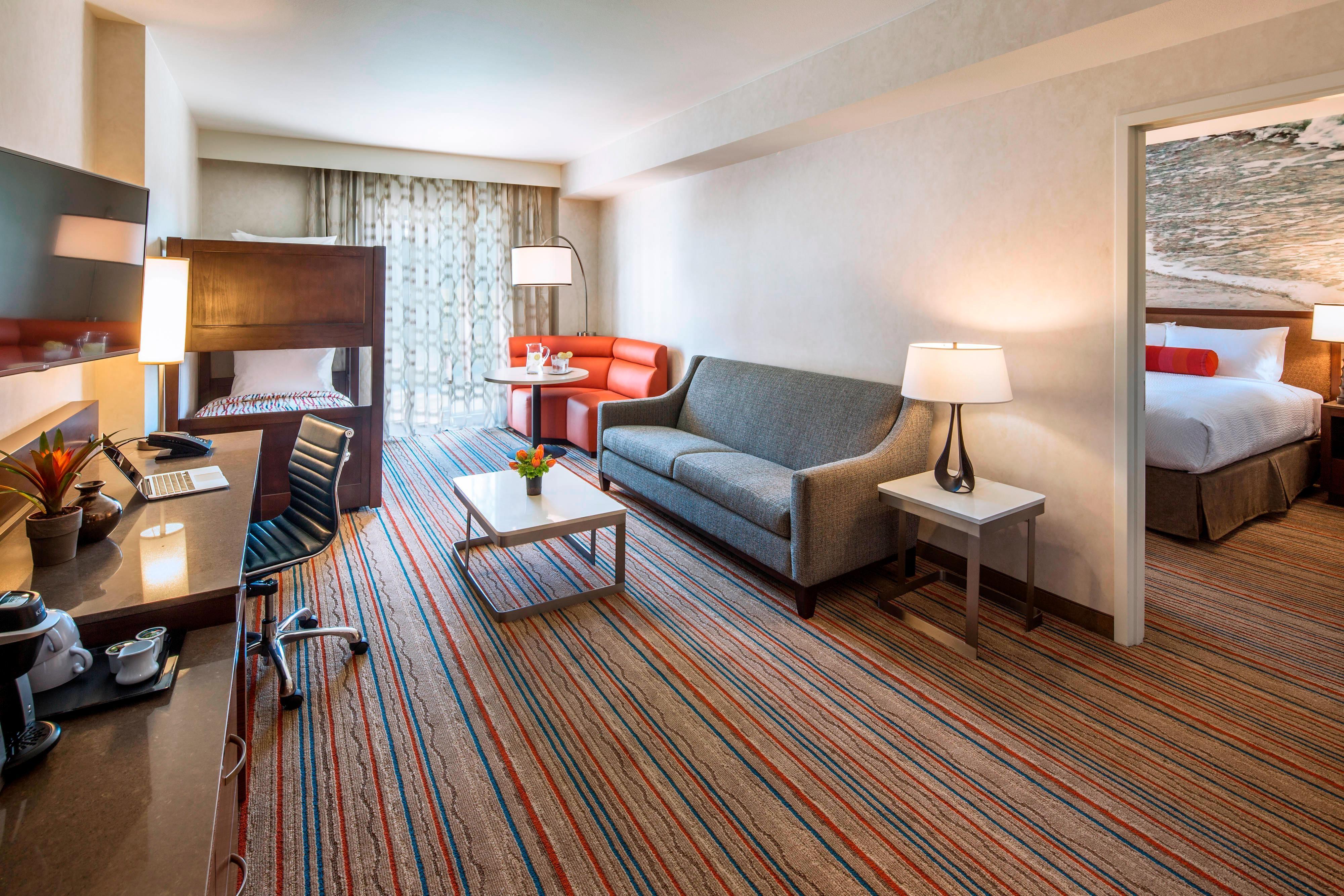 Family Hotel Rooms Disneyland Ca Courtyard Anaheim