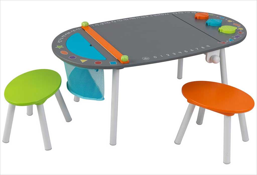 table de dessin enfants et 2 tabourets