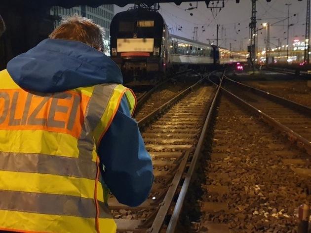 Bundespolizeidirektion München: Bahnbetriebsunfall nahe an der Hackerbrücke: Ersatzzug, der für Meridian fährt, entgleist