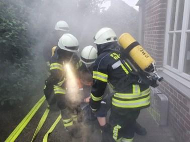 FW-KLE: Feuerwehr übt im Kindergarten: Bitte an die Eltern