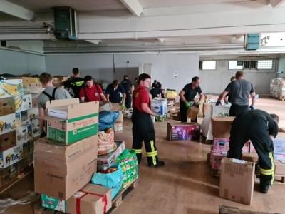 FW-KLE: Feuerwehr Kleve unterstützt bei Verteilung von Hilfsgütern für Flutopfer