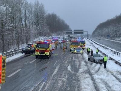 FW Ratingen: BAB 3: Verkehrsunfall mit 6 Verletzten