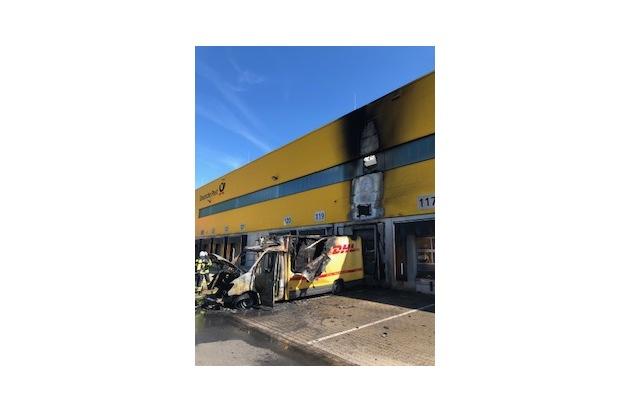 FW-EN: Lieferwagenbrand bei einem Paketversender