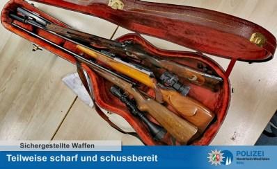"""POL-K: 210708-1-K Verdächtiger Mann lagerte """"scharfe"""" Gewehre in Gitarrenkoffer"""