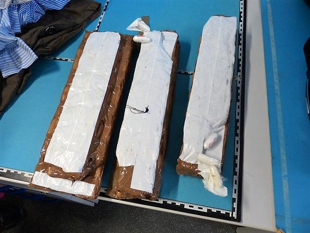 ZOLL-M: ~Rauschgiftkurier in München Pasing abgefangen;  7 Kilogramm Kokain im Koffer~