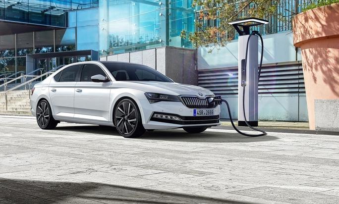Bestellstart für SUPERB iV: erster Plug-in-Hybrid von SKODA ab 41.590 Euro erhältlich