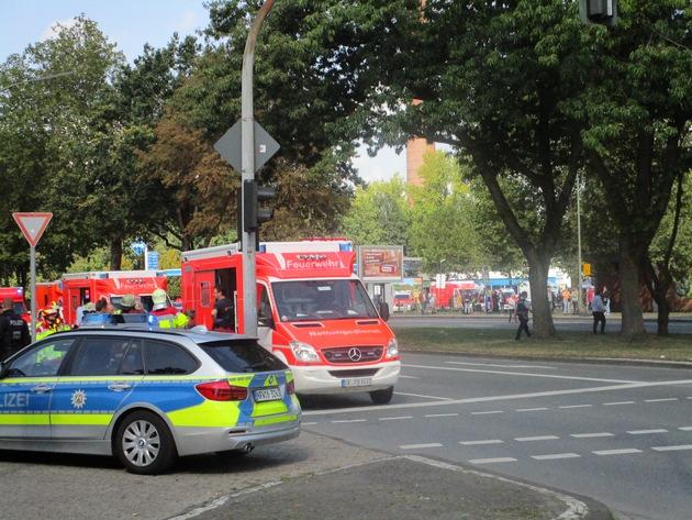 FW-GE: Brand mit zehn Schwerverletzten, davon sieben Kinder, in einem Mehrfamilienhaus in Gelsenkirchen