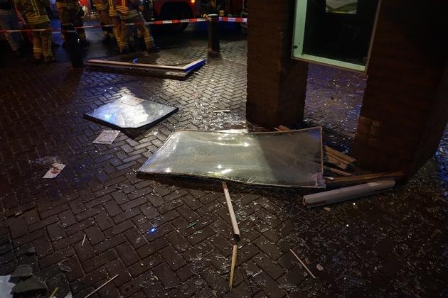 FW Ratingen: Explosion in Höseler Wohn- und Geschäftsgebäude verursacht umfangreiche Schäden