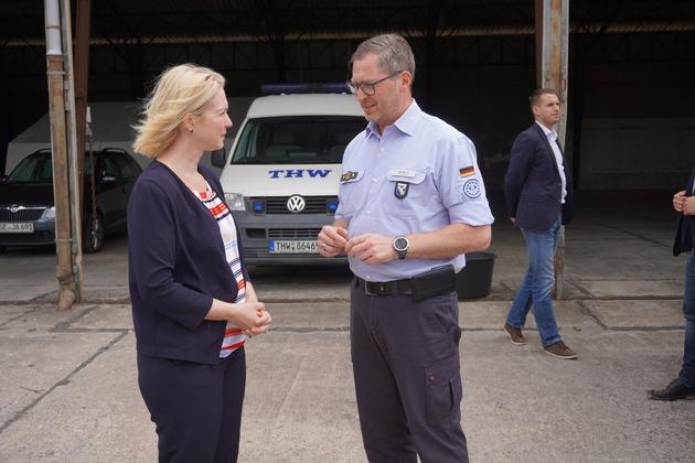 THW-HH MV SH: Ministerpräsidentin Schwesig besucht Bereitstellungsraum