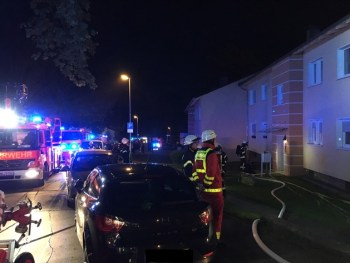 FW-MH: Zwei parallele Kellerbrände beschäftigt die Feuerwehr Mülheim an der Ruhr - 2 Personen über Drehleiter gerettet