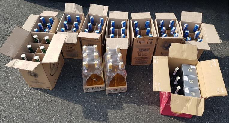 HZA-SW: Zollkontrolleinheit auch sonntags wachsam / 7.200 Zigaretten und 65 Liter Spirituosen sichergestellt