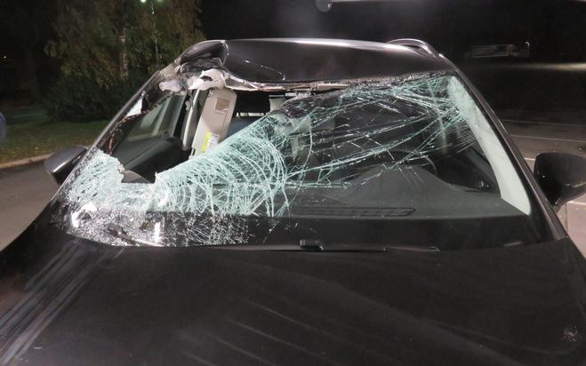 POL-BI: Reifen landet auf Beifahrersitz