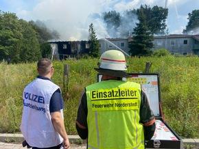 FW Norderstedt: Großbrand in Unterkunft für Geflüchtete und Wohnungslose (FEU3YR1)
