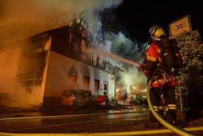 KFV-CW: Wohn-und Geschäftshaus in Wildberg-Effringen brennt nieder