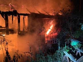 FW-Velbert: Brandtoter bei Feuer in Waldhaus
