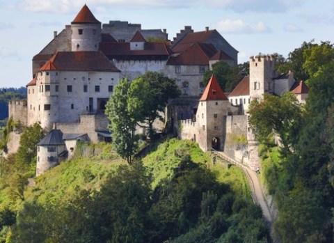 Mit dem Wohnmobil durch Bayerns Burgenlandschaft / Naturerlebnisse, Kunstgenuss und herrliche Aussichten