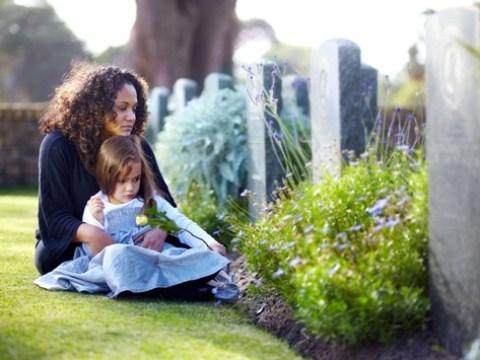 Todesfall in der Familie: Warum auch Kinder trauern müssen / Erwachsene helfen trauernden Kindern mit emotionaler Verfügbarkeit