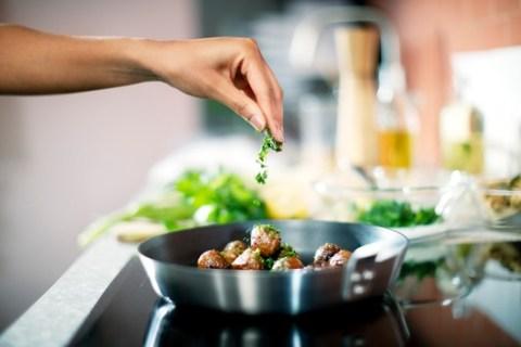 Für einen fleischlosen Start ins neue Jahr: IKEA serviert zum Veganuary 2021 zwei neue pflanzliche Gerichte