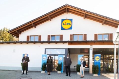 Bayerische Staatsministerin Michaela Kaniber besucht Lidl-Filiale in Tegernsee / Regionales Sortiment und Zusammenarbeit mit bayerischen Lieferanten standen im Fokus des Filialrundgangs