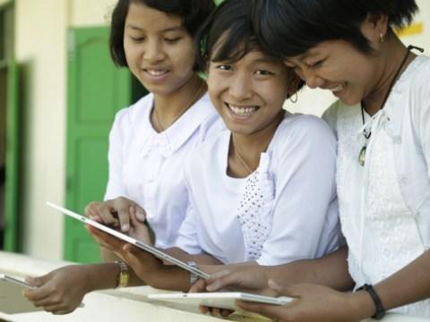 Neuer Report: Vernetzung von Schulen kann BIP weniger vernetzter Länder um bis zu 20 Prozent steigern