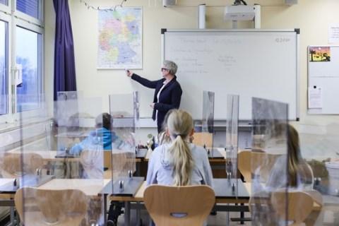 Ein Stück Normalität in Schulen / Aerosol-Forscher Professor Christian Kähler präsentierte ein neues Drei-Punkte-Konzept, das effektiv das Infektionsgeschehen in Schulen eindämmen soll