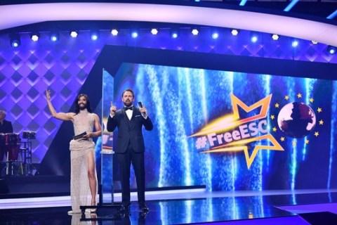 Europa singt, Europa bewertet: Johnny Logan vergibt beim #FreeESC auf ProSieben Punkte für Irland