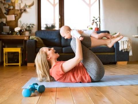 Sport als Ausgleich zum Baby-Alltag: So klappt's / Yoga oder Rückbildung sind ein willkommener Ausgleich für Mütter – auch, wenn viele Studios geschlossen haben