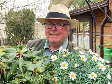 Biotaurus und Gartenexperte Andreas Modery läuten den Startschuss für die Gartensaison 2021 ein / Exklusive Tipps und Tricks rund um Bodenkosmetik, Pflanzzeit & Hochbeet
