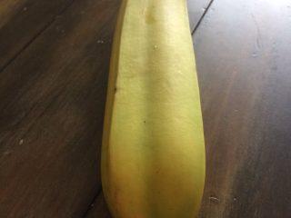 そんなバナナ! 不思議な形のバナナの皮をむいてみると…?