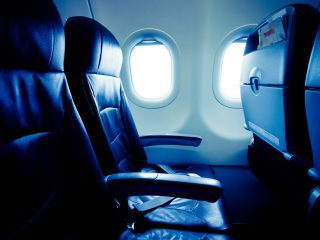 飛行機の座席「通路側」派?「窓際」派?日本人は通路側を好みがちなことが判明
