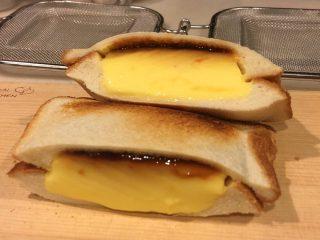 これは絶対ウマいやつだ…!「BIGプッチンプリン」を食パンに挟んでホットサンドにしてみた
