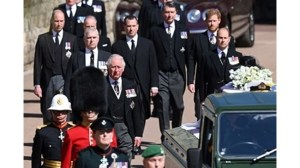 Кралското семейство поздрави принц Хари доста студено, някои дори не разговаряха с него.