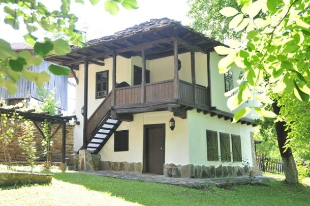 Така изглежда една от възстановените от Джон Бризби къщи.
