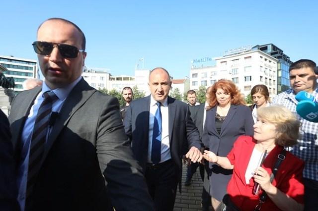 Президентът и министри пристигнаха пеша в парламента