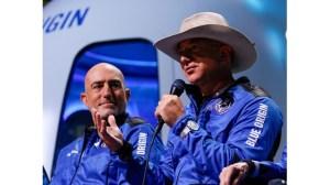 Безос наведе устни, преди да отиде в космоса през май.