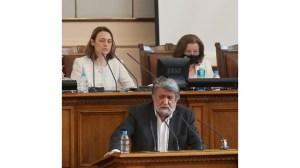 Хаджигенов без маска в Народното събрание.  Рашидов: Заразили сте много хора