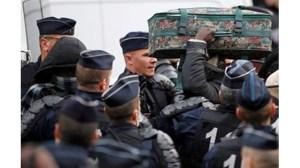 Френската полиция изхвърля 500 мигранти от лагера в Кале след сблъсъци