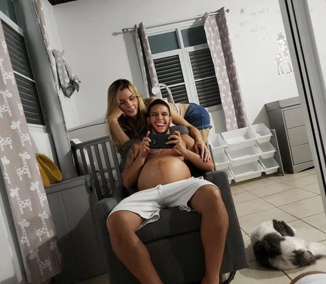 Манекенка, родена като мъж, чака дете от съпруга си, роден като жена