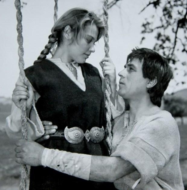 """В киното дебютира като Деница в историческия филм """"Калоян"""". В ролята на царя е Любомир Димитров."""