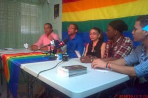 Colectivos de gay y lesbianas responden a las iglesias