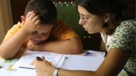 Los padres deben vigilar y hacer un seguimiento de los deberes, pero nunca hacer ellos mismos la tarea
