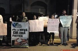 Protesta frente a la Casa Presidencial del PLD