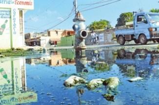 agua sucia en la ciudad