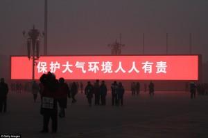 En Beijing televisan el atardecer en pantallas gigantes por el smog