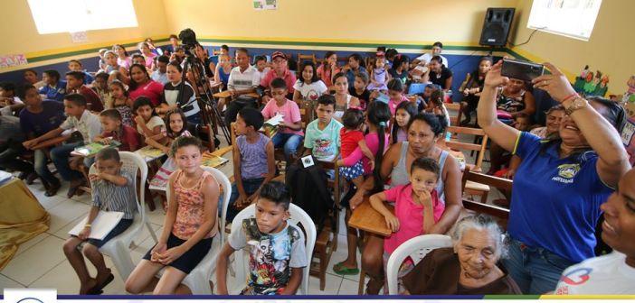 Assinatura de ordem de serviço para reforma do PSF, entrega de Kits escolares e Ação de Mãos dada pela cidadania na Vila Cigana
