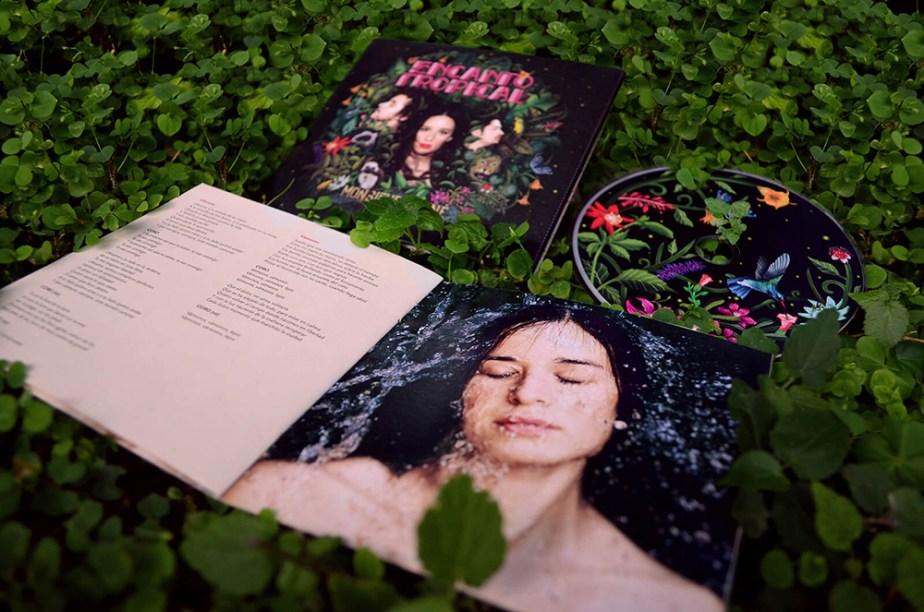 Empaque del disco Encanto tropical de Monsieur Periné