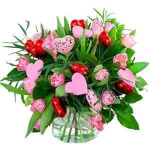 Roze tulpen boeket met verschillende hartjes